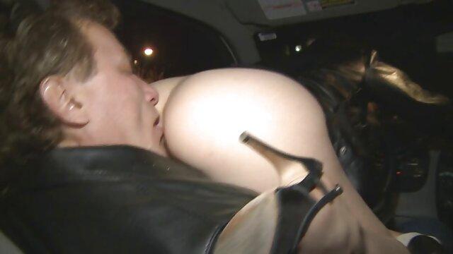 Belle film porno gratuit avec animaux Masha trouve une bite au lit