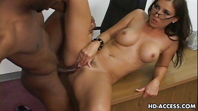 brune sexy aux pieds sexy se dessin animé pono masturbe